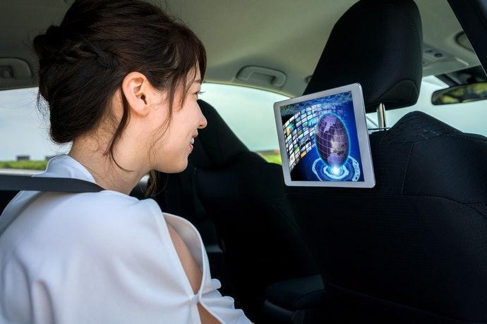 Pertimbangkan produk dengan DVD player yang mudah dihubungkan