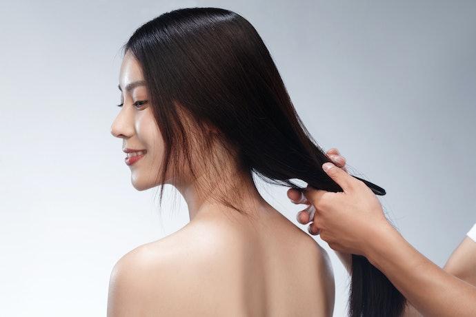 Perhatikan kandungan pelembap yang menjadi dasar kesehatan kulit kepala untuk menunjang pertumbuhan rambut