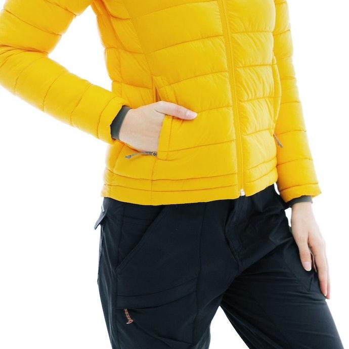 Insulated jacket, jaket tebal dengan fitur insulasi untuk dipakai saat cuaca dingin