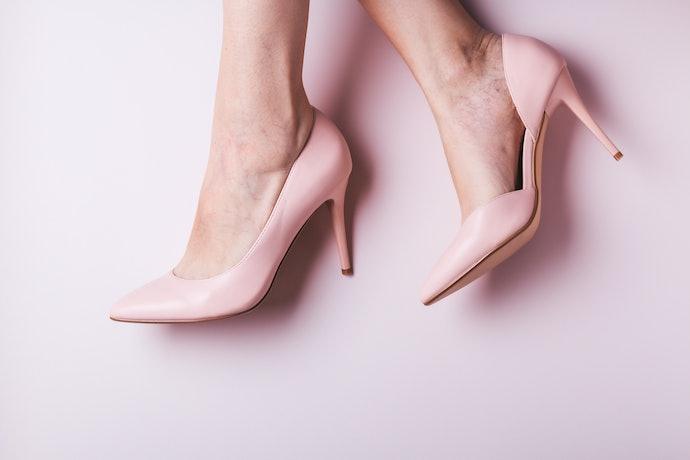 Sepatu high heels: Sepatu dengan bantalan empuk lebih nyaman dipakai