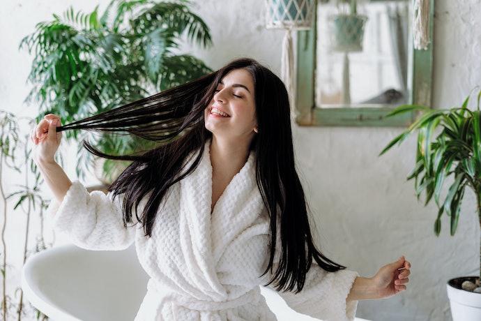 Memberi kesegaran pada rambut