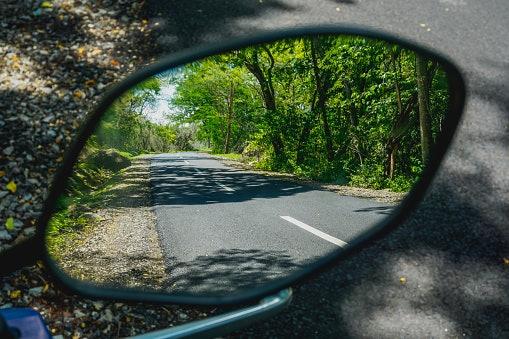 Pertimbangkan cermin cembung untuk meminimalkan blind spot