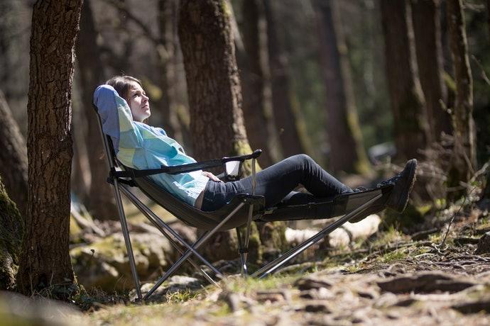 Supaya lebih nyaman, pilih kursi dengan sandaran yang tinggi dan dapat dimiringkan