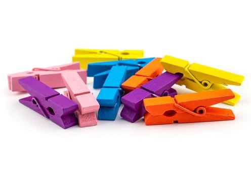 Wooden clip warna-warni: Membuat dekorasi tampak lebih atraktif