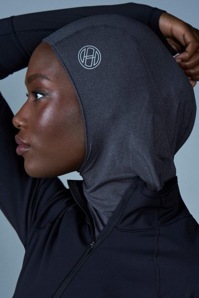 Cek juga inner hijab karya desainer atau produsen ternama