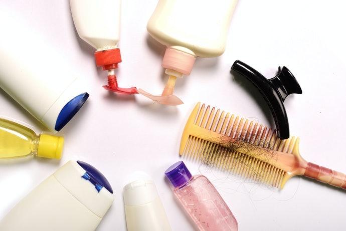 Rambut rontok, pilih shampoo yang merangsang pertumbuhan rambut baru