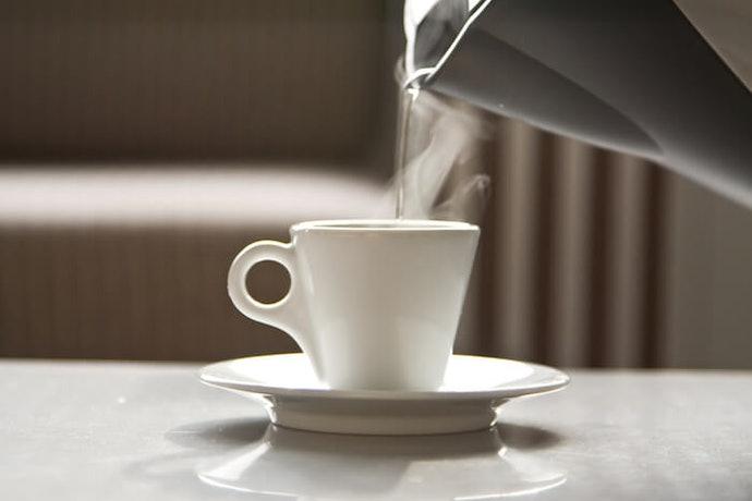 Ingin menikmati kopi perlahan? Panaskan dahulu peralatannya