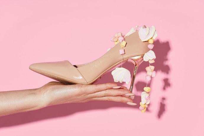 Dusty pink: Pink abu-abu yang cocok untuk gaya formal atau kasual
