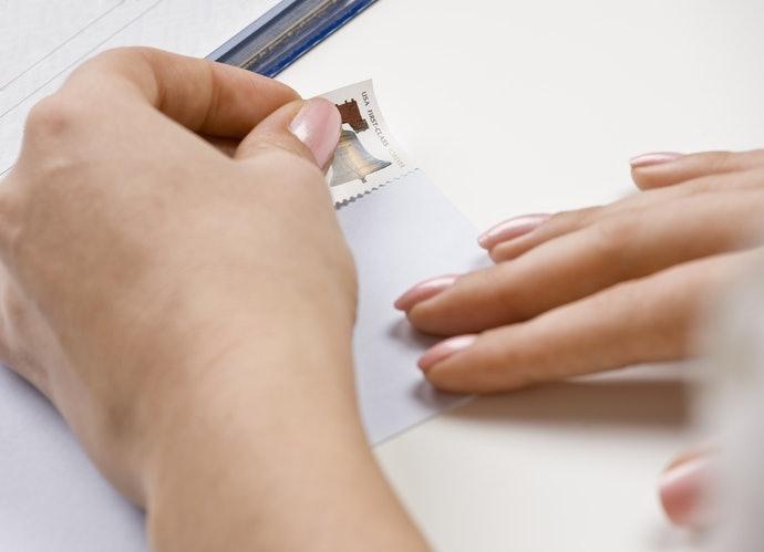 Perhatikan pula prosedur pengiriman kartu pos di Indonesia
