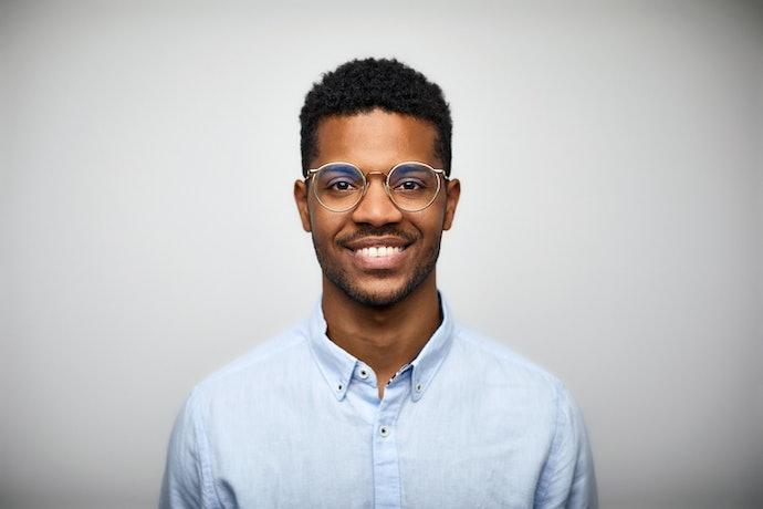 Sesuaikan ukuran dan model kacamata bulat dengan bentuk wajah dan selera Anda