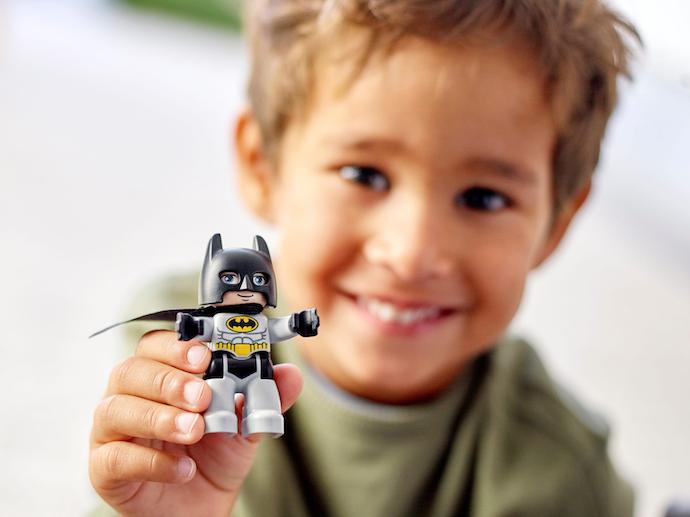 Figures: Miniatur karakter untuk bermain peran
