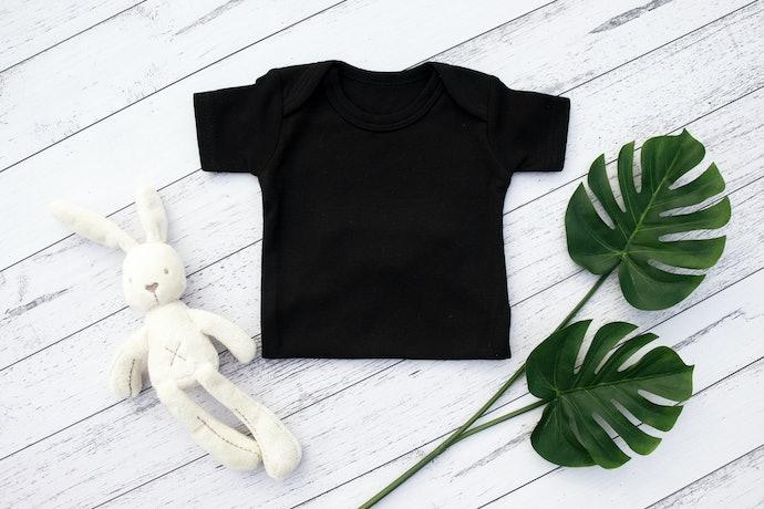 Kaus atau setelan untuk usia 1 bulan ke atas