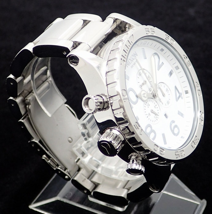 Bagi penggemar olahraga, pilihlah jam tangan dengan tipe left crown