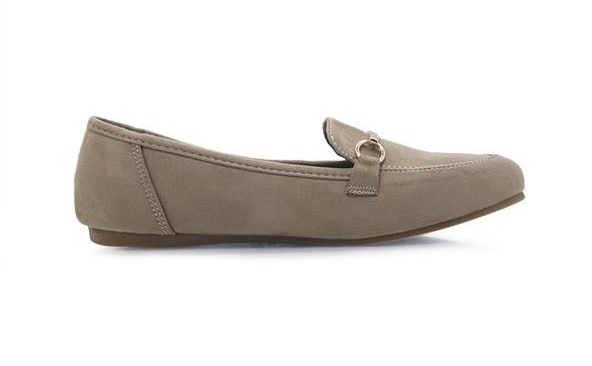 Loafers, slip-on yang memberikan kesan vintage