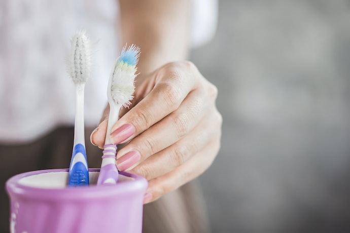 Cara menjaga kebersihan sikat gigi yang benar