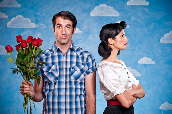 Dua karakter berlawanan, asyiknya membaca hubungan benci jadi cinta