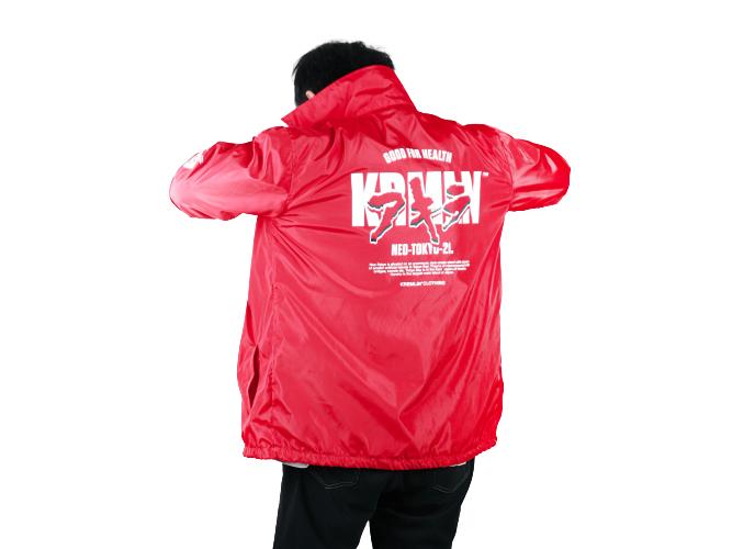 Jangan ragu memilih coach jacket berwarna cerah