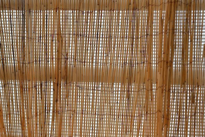 Tirai bambu geser, berfungsi seperti gorden
