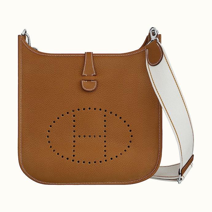 Tipe Evelyne: Populer di antara penggemar sling bag