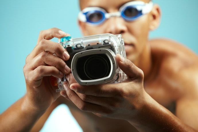 Perhatikan kemudahan penggunaan kamera saat case-nya dipasang