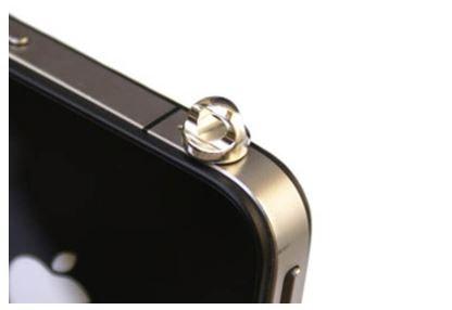 Dust plug berlubang tali: Bisa untuk menggantung aksesoris HP