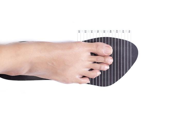 Pastikan ukurannya pas untuk kaki Anda