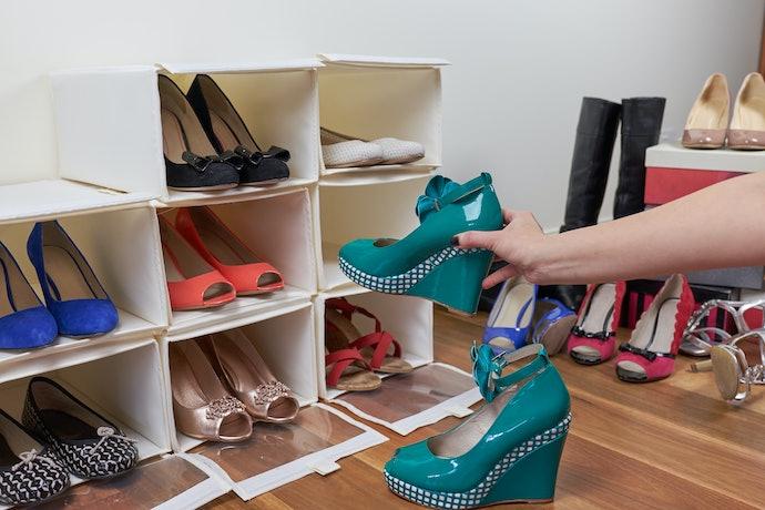 Beda sepatu wedges dengan sandal wedges