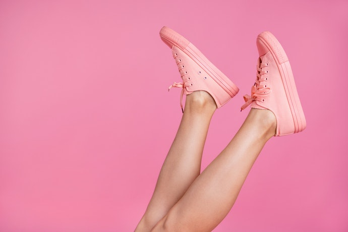 Sepatu sneakers: Model kekiniannya tidak akan membuat Anda ketinggalan zaman
