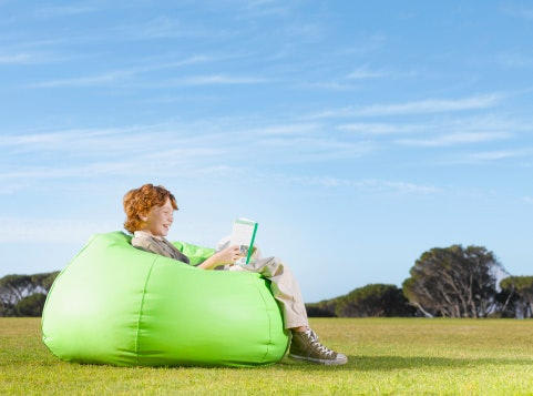 Kursi taman dan bean bag, teman duduk-duduk di area outdoor