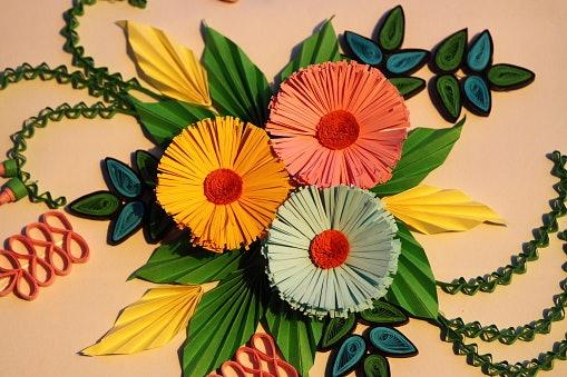 Dekorasi bunga kertas, kaya gradasi warna untuk beragam acara