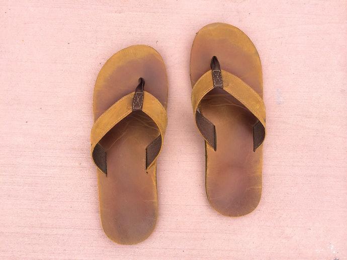 Flip flops, tidak mudah terlepas saat dipakai