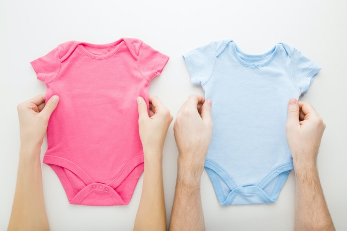 Kerah model kaus, lebih nyaman dengan bahan yang fleksibel dan elastis
