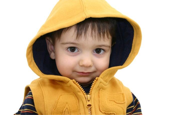 Jaket bertudung, melindungi kepala dari air dan angin