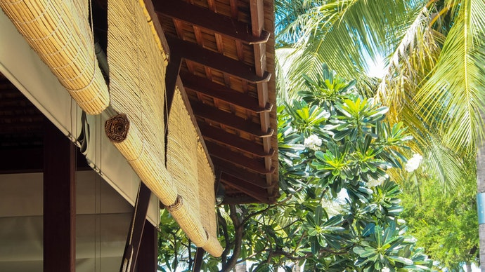 Tirai bambu gulung, efektif diletakkan di luar ruangan