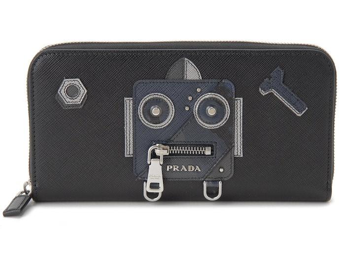 Selain yang simpel, dompet dengan berbagai motif juga bisa dipilih