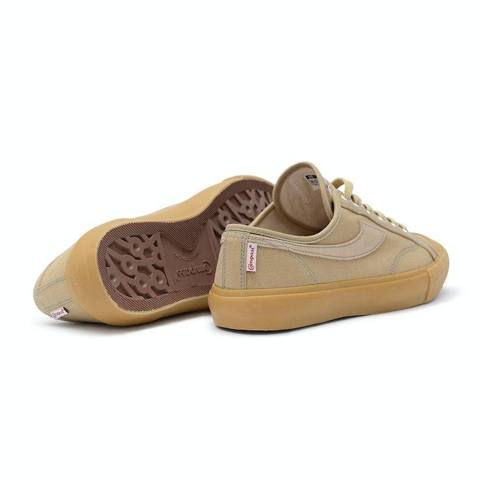 Pertimbangkan bahan dan warna sepatu