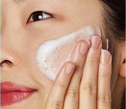 Pembersih wajah dan toner: Bekerja sempurna dalam membersihkan wajah
