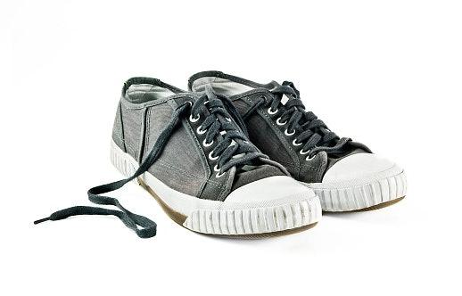 Perhatikan material tiap bagian sepatu