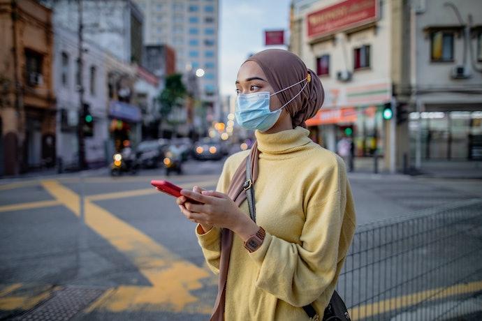 Untuk pengguna hijab, gunakan masker headloop