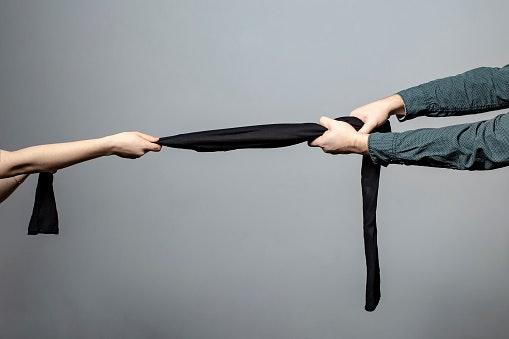 Agar awet dan tidak mudah rusak, sebaiknya pilih legging berbahan tebal