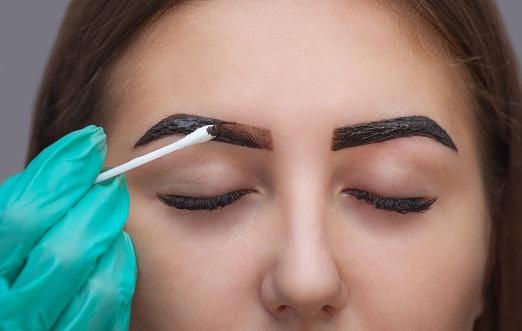 Henna alis: Semipermanen, tidak perlu repot retouch berulang kali