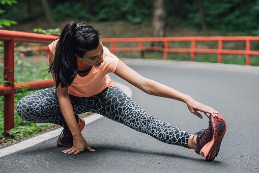 Pastikan celananya mampu mengikuti pergerakan Anda
