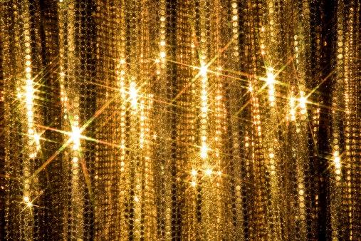 Glitter: Terlihat bercahaya ketika terkena sinar