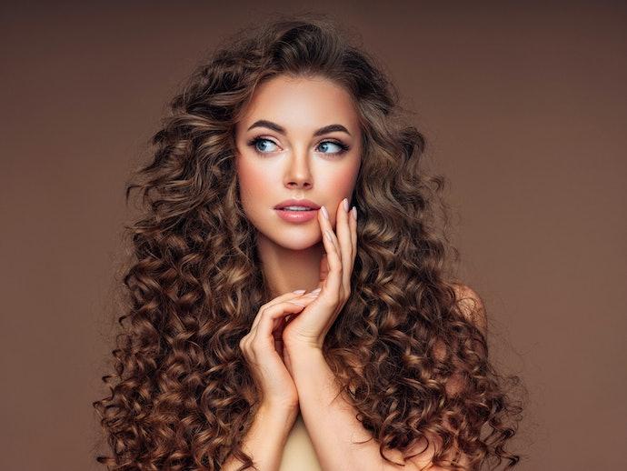 Prioritaskan produk yang mampu mengembalikan kilau rambut