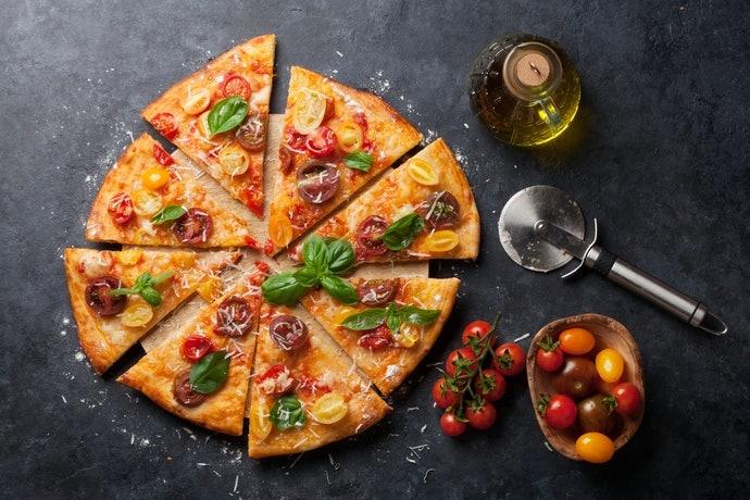 Pastikan bentuk penampang mata pisau sesuai dengan ketebalan pizza