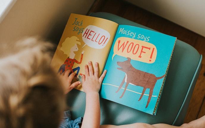 Untuk anak-anak atau remaja, direkomendasikan buku dengan ilustrasi dan penyampaian yang menarik
