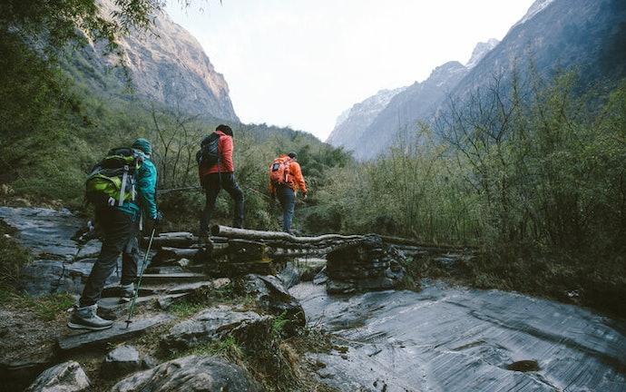 Untuk pemotretan saat trekking, pilih monopod yang bisa difungsikan sebagai trekking pole