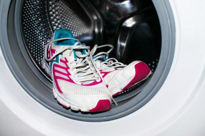 Tips membersihkan sepatu Skechers Anda