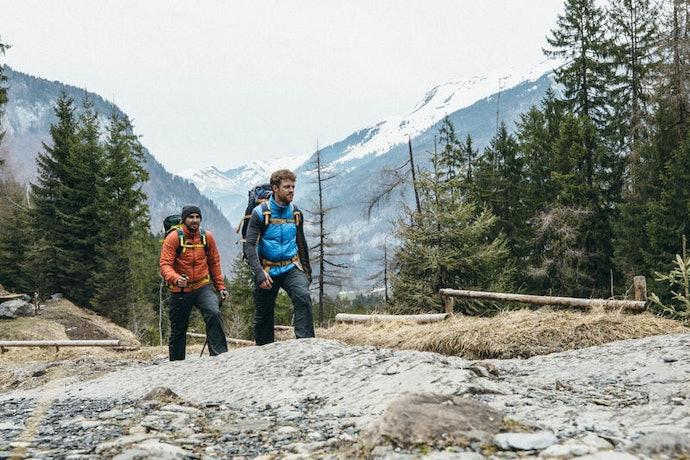 Tas mendaki gunung : Lebih besar, sanggup menampung berbagai kebutuhan pendakian