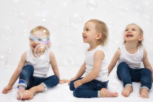 Pilih ukuran yang longgar agar bayi tetap bebas bergerak